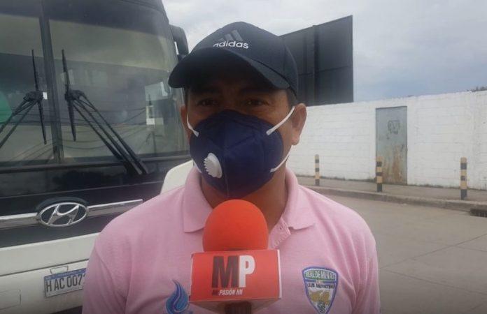 El entrenador del Real de Minas, Reynaldo Tilguath